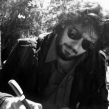 El poeta y cantautor Paco Cifuentes (Fotografía extraída de http://www.editorialgramaticaparda.com/)