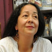 Silvia Cuevas-Morales (Fotografía extraida de https://fragmentsdevida.wordpress.com/2013/12/02/poemas-feministas-de-silvia-cuevas-morales/)