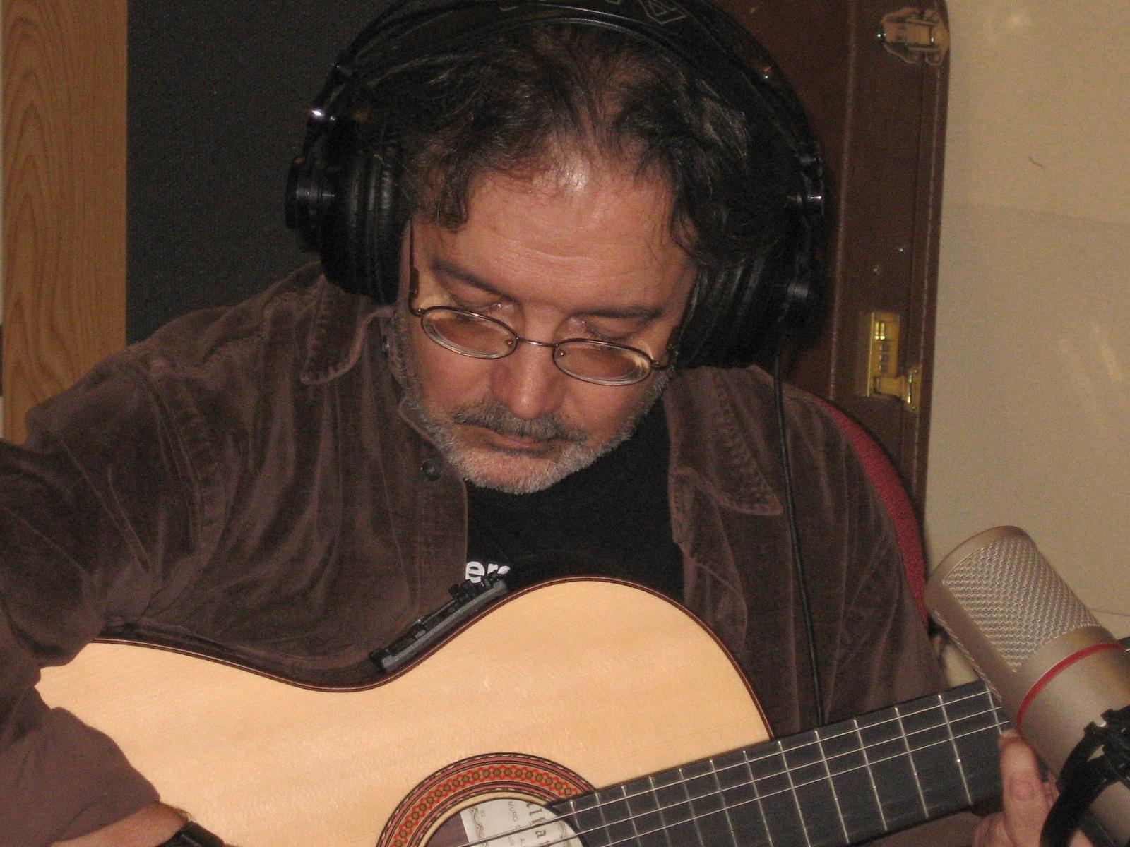 Colaboración del guitarrista Antonio Toledo en Viento de Octubre